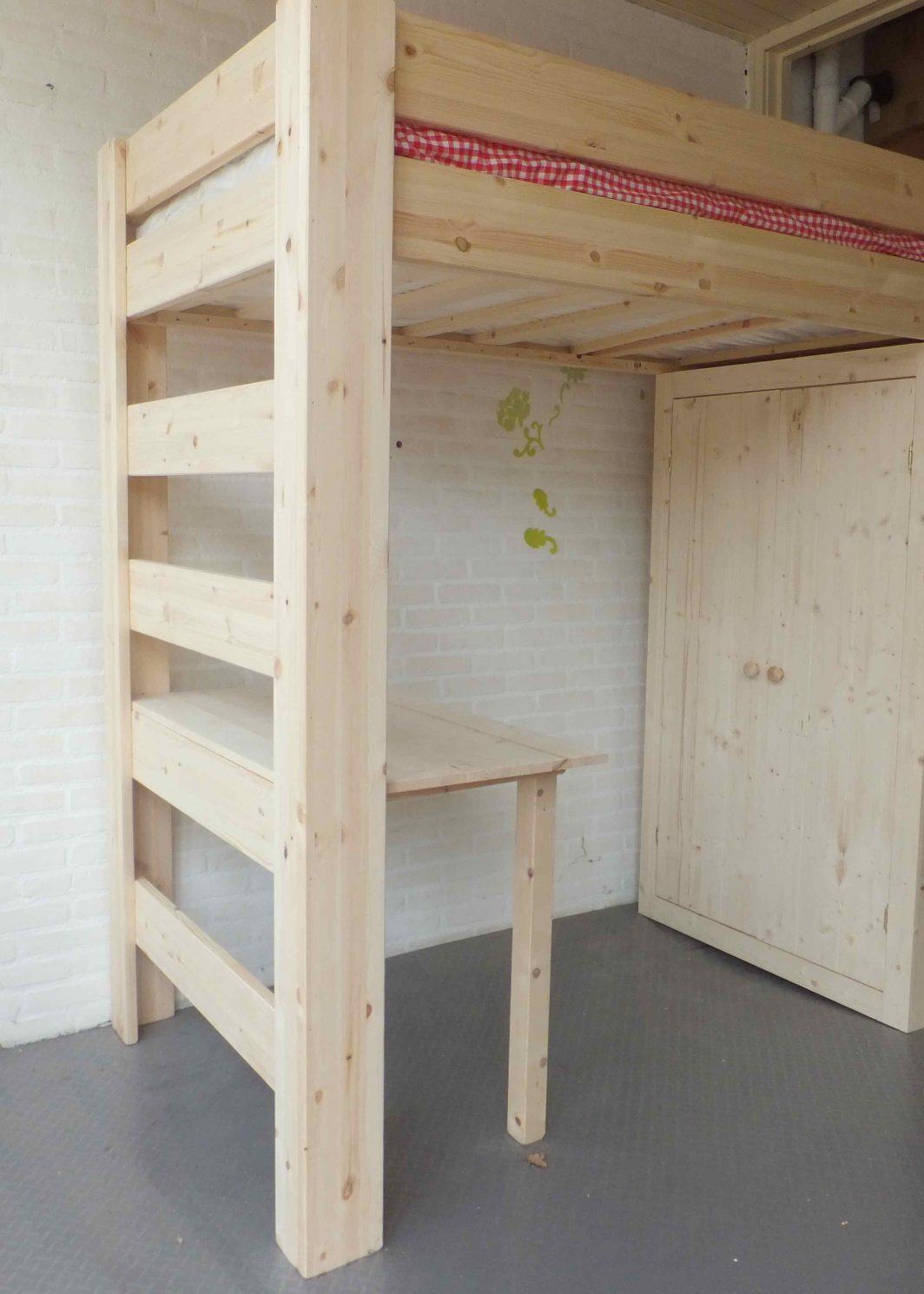 Hoogslaper met 2 deurs kast en bureau